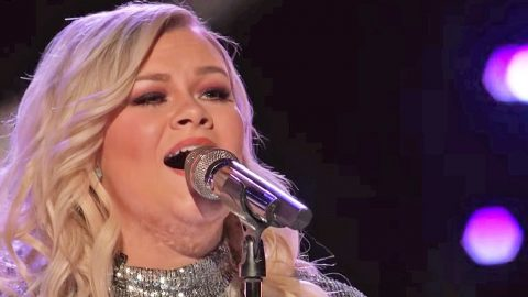 Was This 'Voice' Singer's Teary-Eyed Keith Urban Cover Enough To Save Her From Elimination? | Country Music Videos