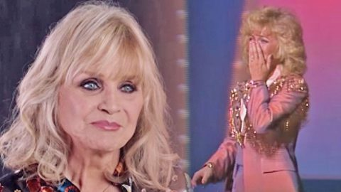 Barbara Mandrell Gets Choked Up Reliving Her Historical And Emotional CMA Awards Moment | Country Music Videos
