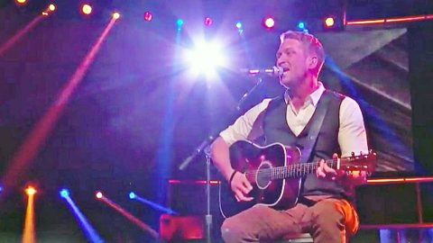 Barrett Baber Wows With Conway Twitty Classic On 'The Voice' | Country Music Videos