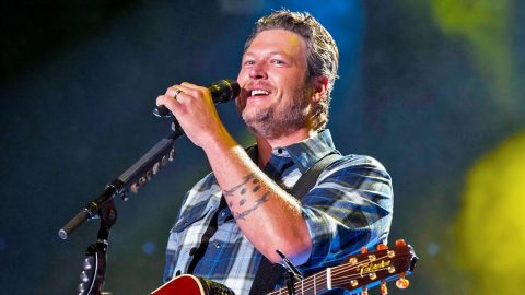 Blake Shelton To Voice Singing Pig In Upcoming 'Angry Birds' Movie   Country Music Videos