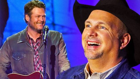 Blake Shelton Pays Tribute To Garth Brooks In A Huge Way | Country Music Videos