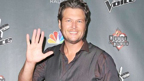 Blake Shelton Has Dinner With His 'Favorite Freak' | Country Music Videos