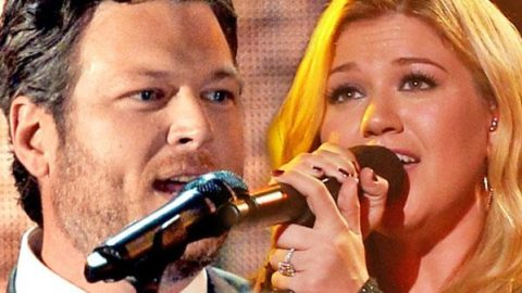 Blake Shelton and Kelly Clarkson – Don't You Wanna Stay – LIVE Nokia Theatre | Country Music Videos