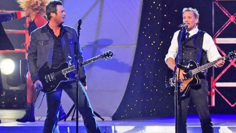 Blake Shelton And Kenny Loggins Rock The CMAs In Surprise 'Footloose' Duet | Country Music Videos