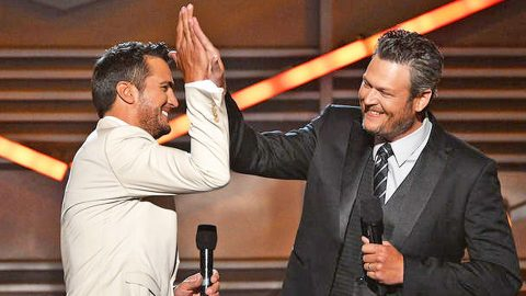 Blake Shelton And Luke Bryan Swapped Profile Pictures, And It's Hilarious! | Country Music Videos