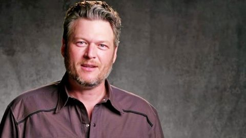 Blake Shelton Makes Surprising Confession To His Mom On 'The Voice' | Country Music Videos