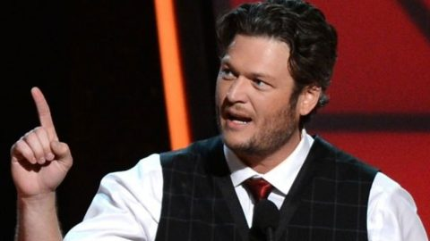 Blake Shelton Defends NFL Star In Heated Twitter Debate | Country Music Videos