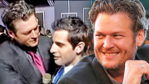 Blake Shelton Kisses Male Reporter on Red Carpet (Funny Interview!) (VIDEO) | Country Music Videos