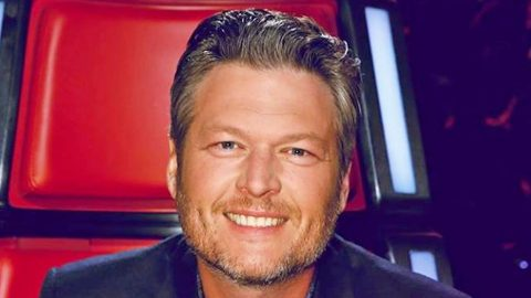 Blake Shelton Steals The Show With Bold Fashion Statement On 'The Voice' | Country Music Videos
