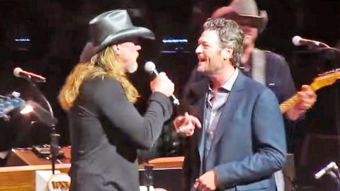 Blake Starts Singing 'Hillbilly Bone' Alone At The Opry, Then Trace Walks In And The Crowd Goes Wild   Country Music Videos