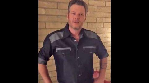 Watch Blake Shelton Say Luke Bryan Looks Like An 'Inbred' | Country Music Videos