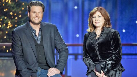 """Blake Shelton & His Mom Duet To """"Time for Me to Come Home"""" – The Christmas Song They Wrote Together   Country Music Videos"""