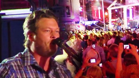 Blake Shelton – Boys 'Round Here (Live Performance at CMT Music Awards Festival) | Country Music Videos
