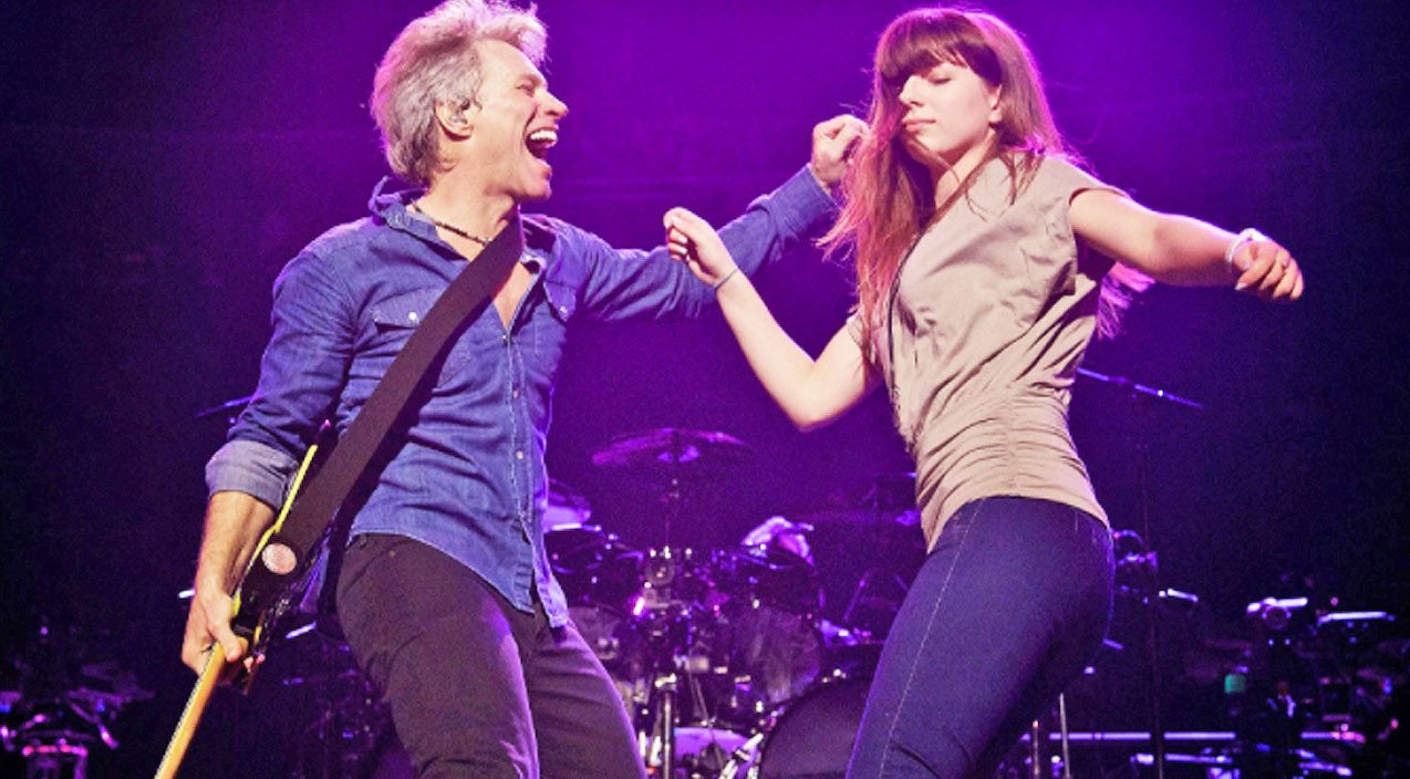 Jon Bon Jovi Amp His Daughter Dance On Stage Together To A
