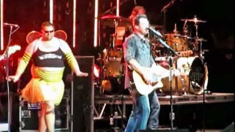 Brad Paisley Surprises Blake Shelton With Hysterical Onstage Prank | Country Music Videos