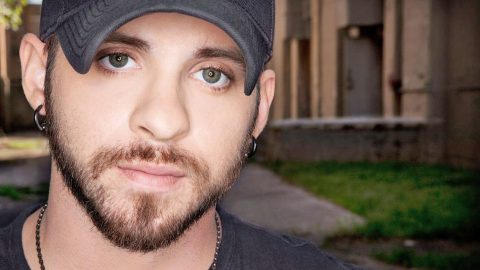 'Bad Boy' Brantley Gilbert Praised For Uniting Community After Chattanooga Tragedy | Country Music Videos