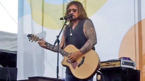 Billy Ray Cyrus Performs Bluesy Version Of 'Amazing Grace' At CMA Fest | Country Music Videos