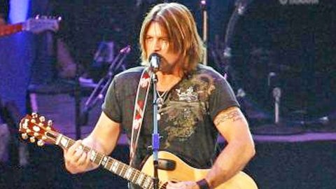 Billy Ray Cyrus Brings Crowd To Their Feet With Passionate Performance Of 'In The Heart Of A Woman'   Country Music Videos