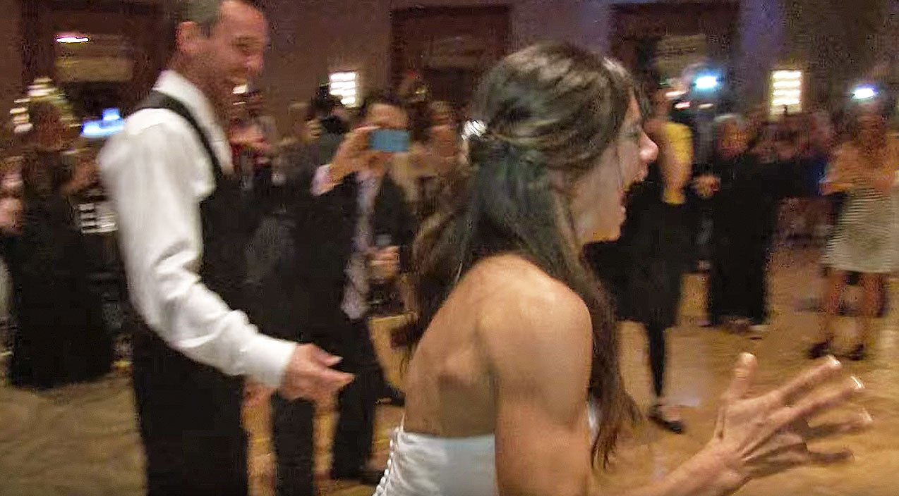 Bride Loses Her Mind When Guests Give Surprise Kelly Clarkson Flash