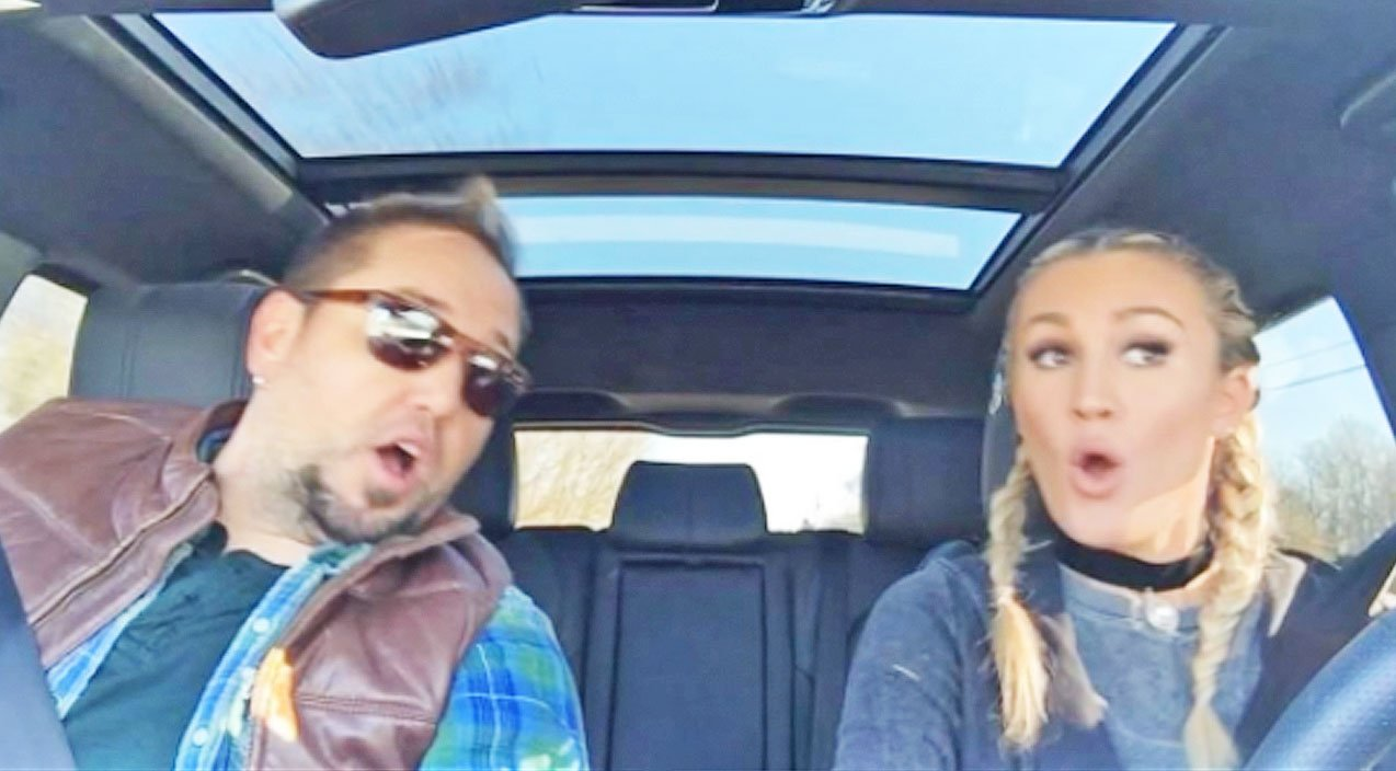 Jason Aldean Amp Wife Debut First 2017 Carpool Karaoke And