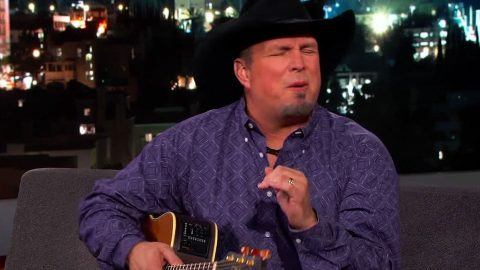 Garth Brooks Gives Brilliant Impression Of Legendary Singer | Country Music Videos