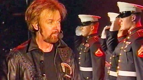 Brooks and Dunn – Only In America (Featuring U.S. Marines) (LIVE) (VIDEO) | Country Music Videos