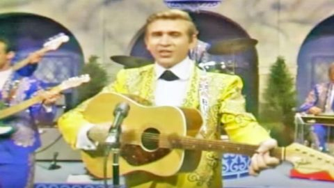 Rare Footage Of Buck Owens & His Buckaroo's Performing 'I've Got A Tiger By The Tail' | Country Music Videos