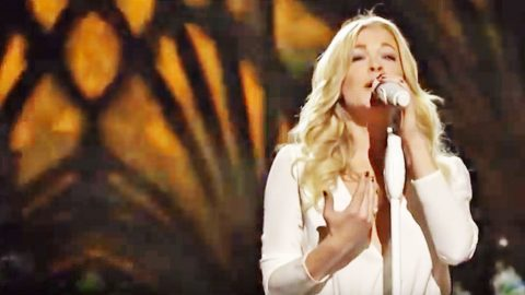 LeAnn Rimes Stuns With Glorious Rendition Of 'Carol Of The Bells' | Country Music Videos