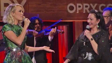Carrie Underwood Joins Crystal Gayle For Special Performance Of 'Don't It Make Your Brown Eyes Blue' | Country Music Videos