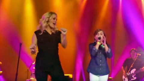 Remember That Little Girl Who Showed Up Carrie Underwood On Stage?! Listen To Her NOW!   Country Music Videos