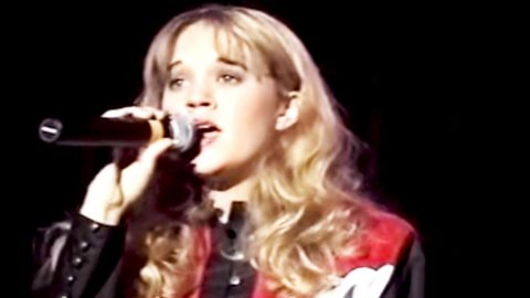 15-Year-Old Carrie Underwood Beautifully Sings Heartbreaking Mindy McCready Hit | Country Music Videos