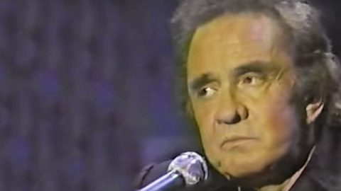 Johnny Cash Hauntingly Performs 'Bird on a Wire' In Leonard Cohen Tribute | Country Music Videos
