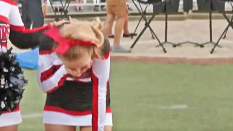 Football Team Brings Cheerleader Battling Cancer To Tears With Supportive Gesture | Country Music Videos