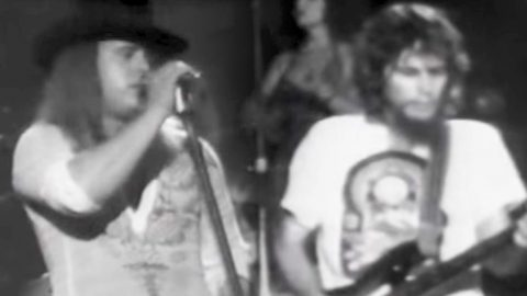 Old School Footage Of Skynyrd Singing 'That Smell' Will Chill You To The Bone   Country Music Videos