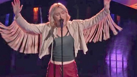 'Voice' Contestant Drops Jaws With Sassy Rendition Of Fleetwood Mac Megahit | Country Music Videos