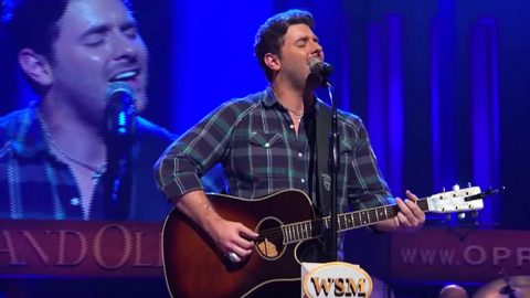Chris Young Stuns With Keith Whitley Tribute, 'Don't Close Your Eyes' | Country Music Videos