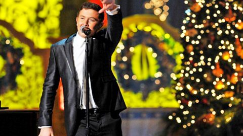 Scotty McCreery Surprises Fans With Early Christmas Present | Country Music Videos