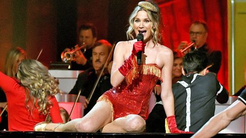 Who Was The Oldest Performer At The Cma Country Christmas 2020 Jennifer Nettles Is No Longer The Host Of 'CMA Country Christmas