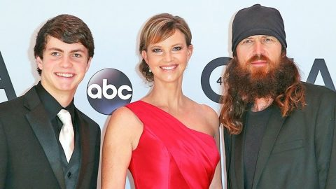 Jase & Missy's Son Receives High Honor, When He Goes To Accept His Award, The Unthinkable Happens!   Country Music Videos