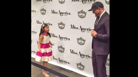 Adorable Little Girl Serenades Country Star With His Own Hit | Country Music Videos