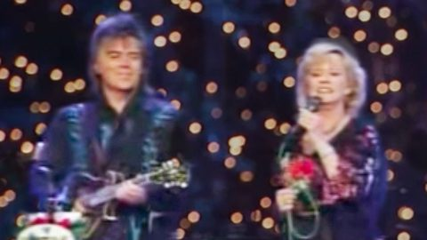 Marty Stuart & Connie Smith Bring Peace To The Opry With Divine Performance Of 'Away In A Manger' | Country Music Videos