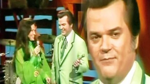 Conway Twitty and Loretta Lynn – Never-Ending Song Of Love (LIVE) | Country Music Videos
