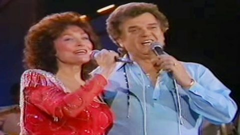 Conway Twitty & Loretta Lynn – Feelings | Country Music Videos