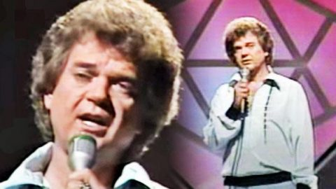 Conway Twitty – The Clown (LIVE) | Country Music Videos