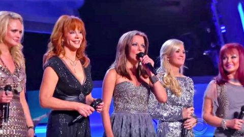 Reba, Martina, & Carrie Team Up For 'Coal Miner's Daughter' Tribute To Loretta | Country Music Videos