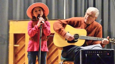 6-Year-Old Cowgirl Sings The Cutest Rendition Of 'Mammas Don't Let Your Babies Grow Up To Be Cowboys' | Country Music Videos