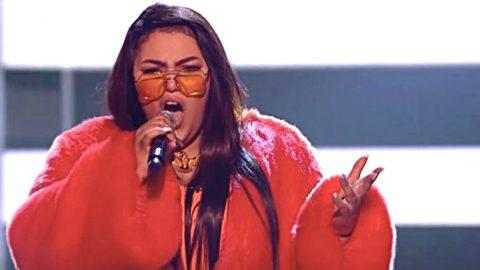 'Voice' Singer's Unusual Twist On 'Jolene' Sparks Major Backlash | Country Music Videos