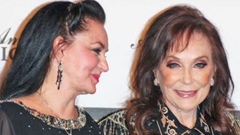 Crystal Gayle Asks Fans To Continue Praying For Loretta Lynn | Country Music Videos