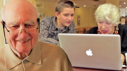 Senior Citizens Adorably Use Computers For The First Time   Country Music Videos