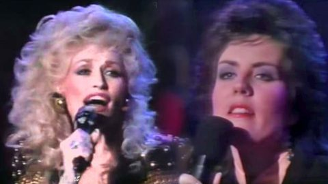 Dolly Parton & Holly Dunn Amaze With Soulful Rendition Of 'Daddy's Hands' | Country Music Videos